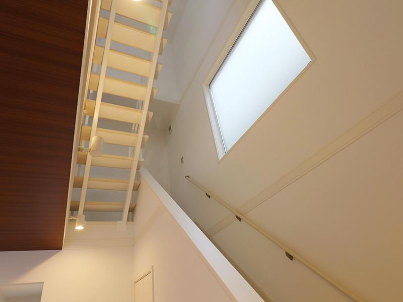 ゼロキューブ完成 吹き抜け階段|滋賀で家を建てるなら匠工房