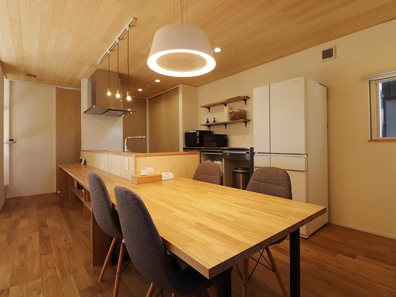 新築完成 ダイニングテーブル|滋賀で家を建てるなら匠工房