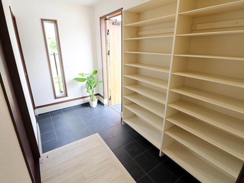 新築ゼロキューブ完成 玄関収納|滋賀で家を建てるなら匠工房