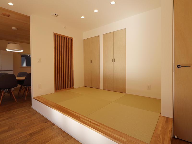新築完成 段差のある畳コーナー|滋賀で家を建てるなら匠工房