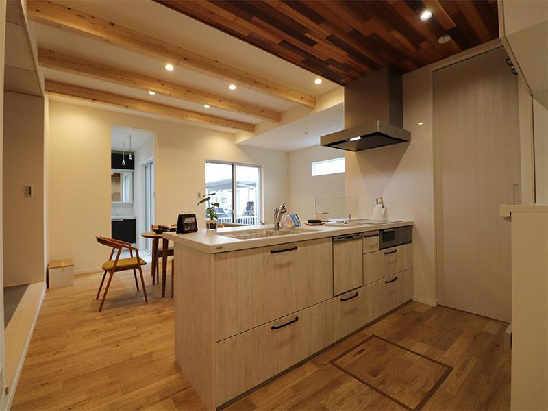 白を基調としたキッチンスペース