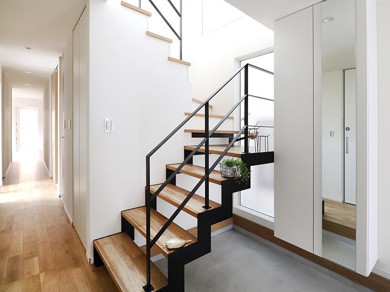 二世帯住宅フォーセンス新築完成|階段 アイアン手すり
