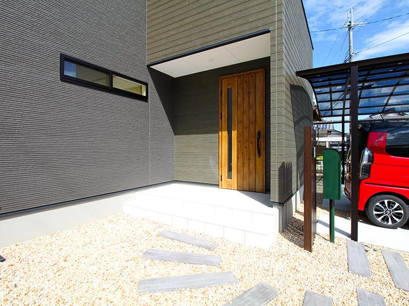 新築フォーセンス完成 玄関ポーチ|滋賀で家を建てるなら匠工房