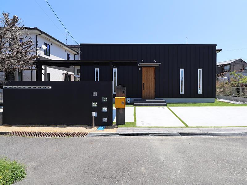 ゼロキューブ完成 黄色のポストが印象的|滋賀で家を建てるなら匠工房