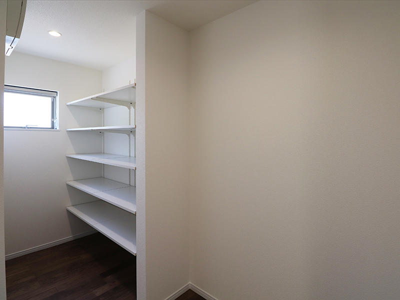 キッチン横大容量収納