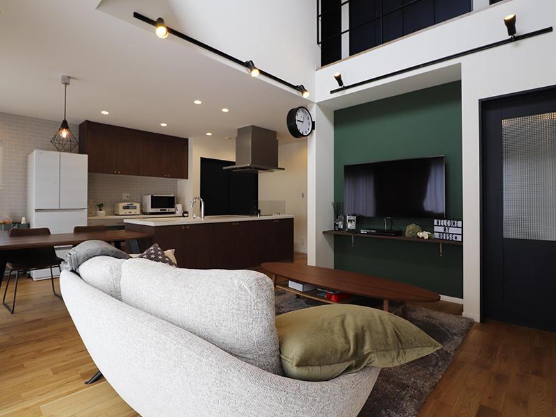 フォーセンス完成 グリーンのアクセントクロス|滋賀で家を建てるなら匠工房