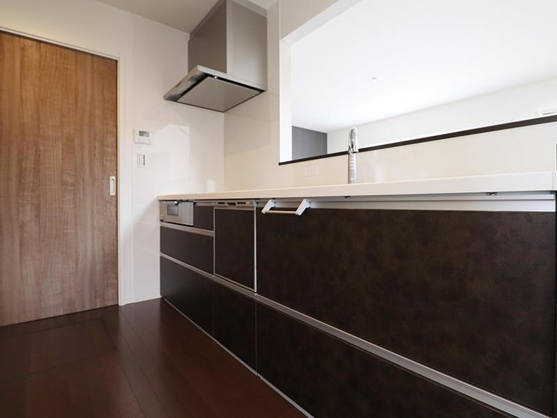 新築ゼロキューブ完成 システムキッチン|滋賀で家を建てるなら匠工房