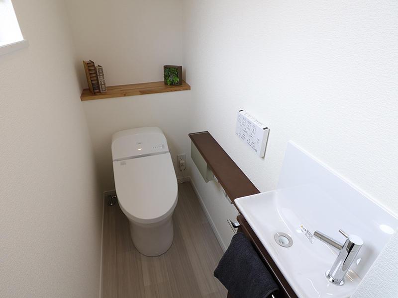 トイレ タンクレスと手洗い付き