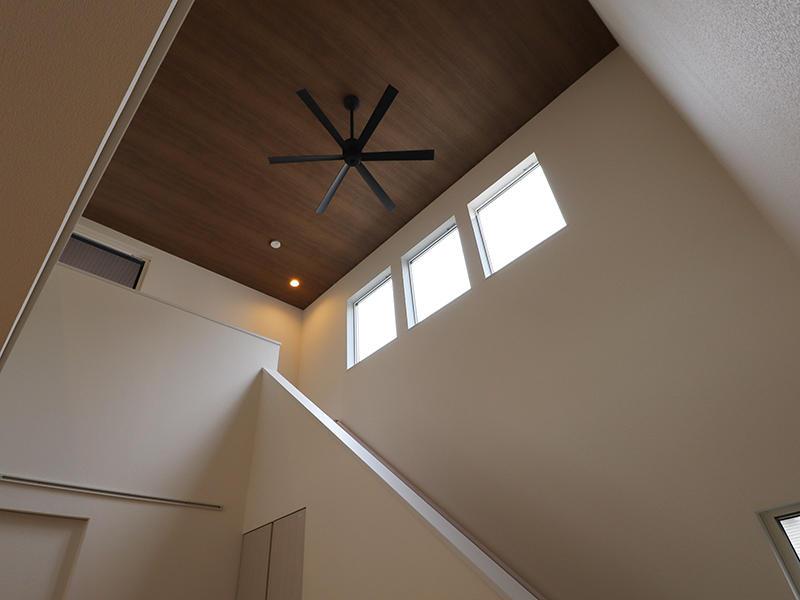 新築フォーセンス完成 吹き抜け階段|滋賀で家を建てるなら匠工房