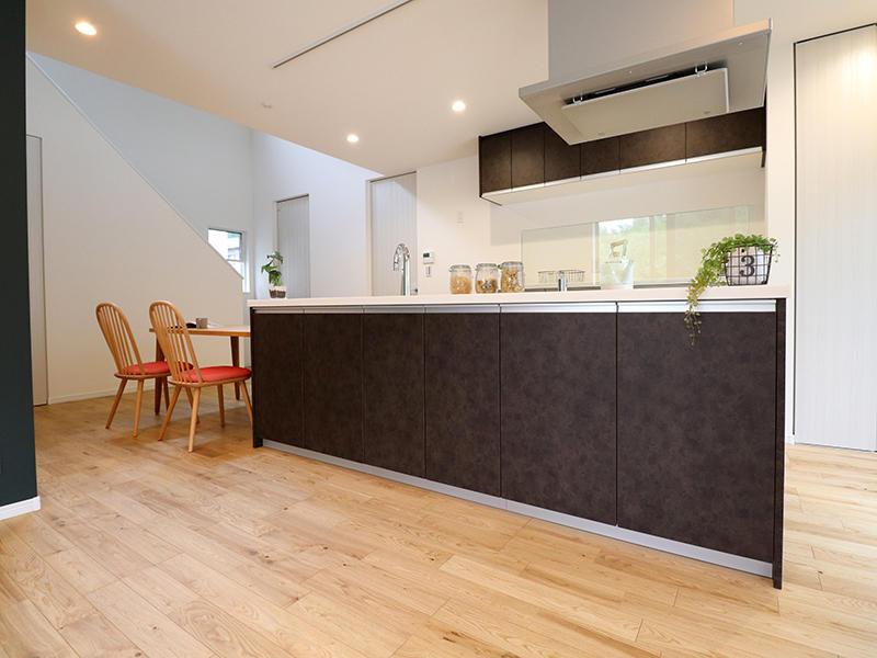 新築フォーセンス完成 キッチンウラ収納|滋賀で家を建てるなら匠工房