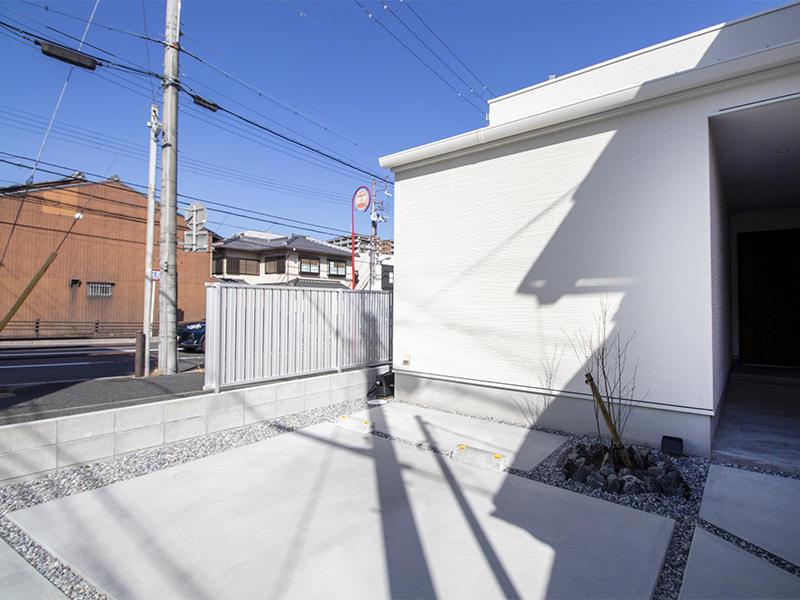 二世帯住宅フォーセンス新築完成|駐車スペース