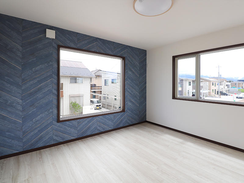 新築ゼロキューブ完成 アクセントクロス|滋賀で家を建てるなら匠工房