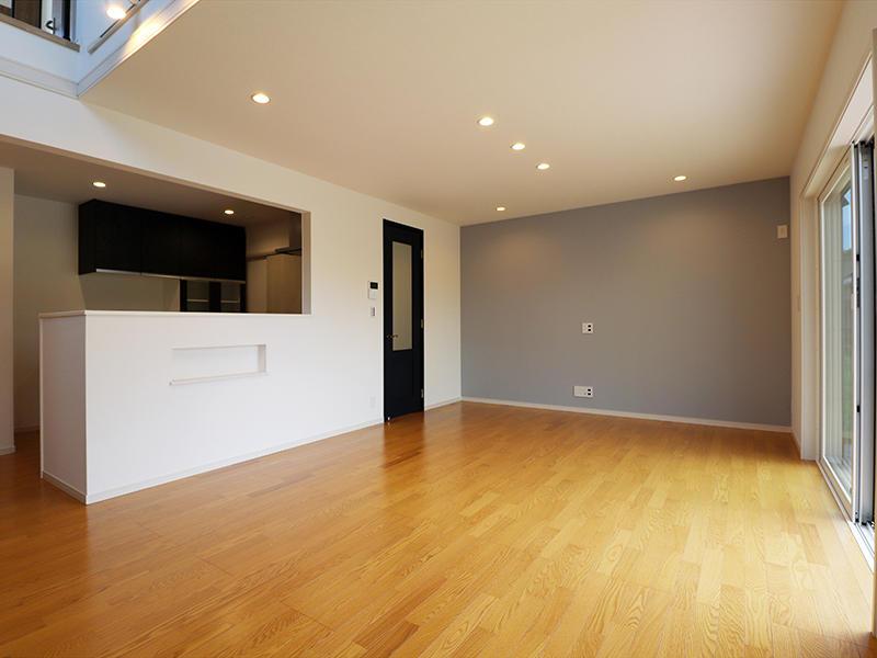 ゼロキューブ新築完成 壁面はアクセントクロス|滋賀で家を建てるなら匠工房