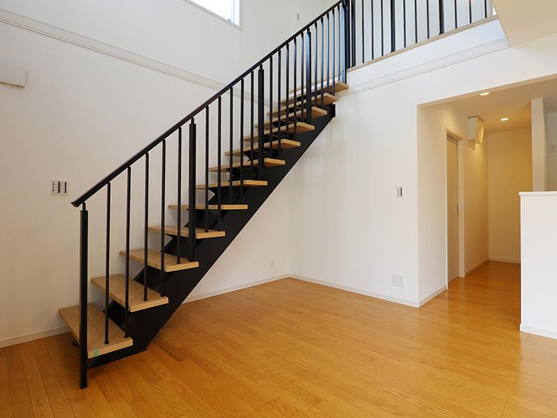 ゼロキューブ新築完成 吹き抜け階段|滋賀で家を建てるなら匠工房