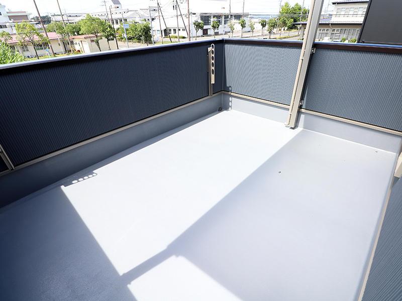ゼロキューブ新築完成 バルコニー|滋賀で家を建てるなら匠工房
