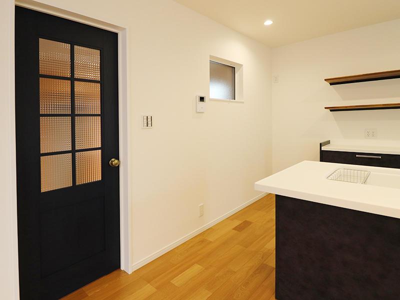 フォーセンス新築完成 土間への扉|滋賀で家をたてるなら匠工房
