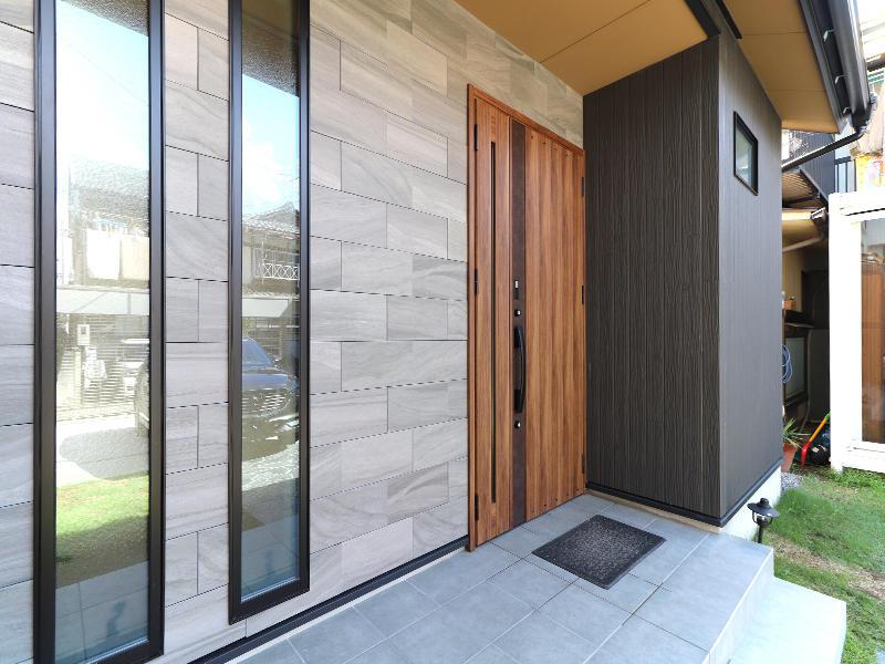 新築フォーセンス完成 玄関|滋賀で家を建てるなら匠工房