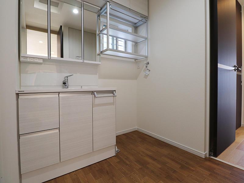 洗面台は広々W900