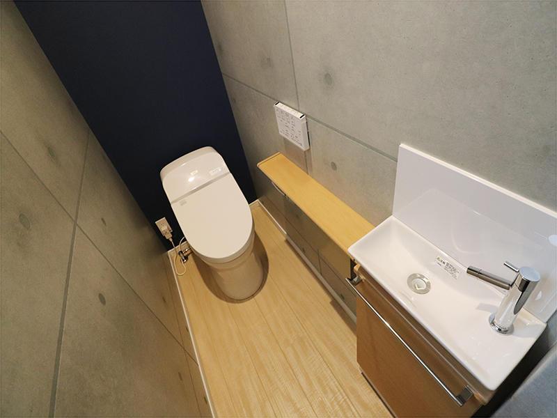 1階トイレは大人雰囲気に