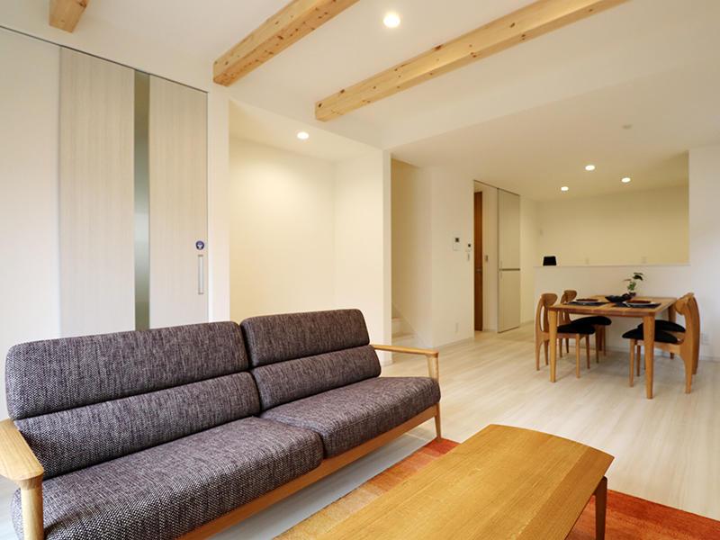 フォーセンス完成 リビングの梁見せ|滋賀で新築建てるなら匠工房