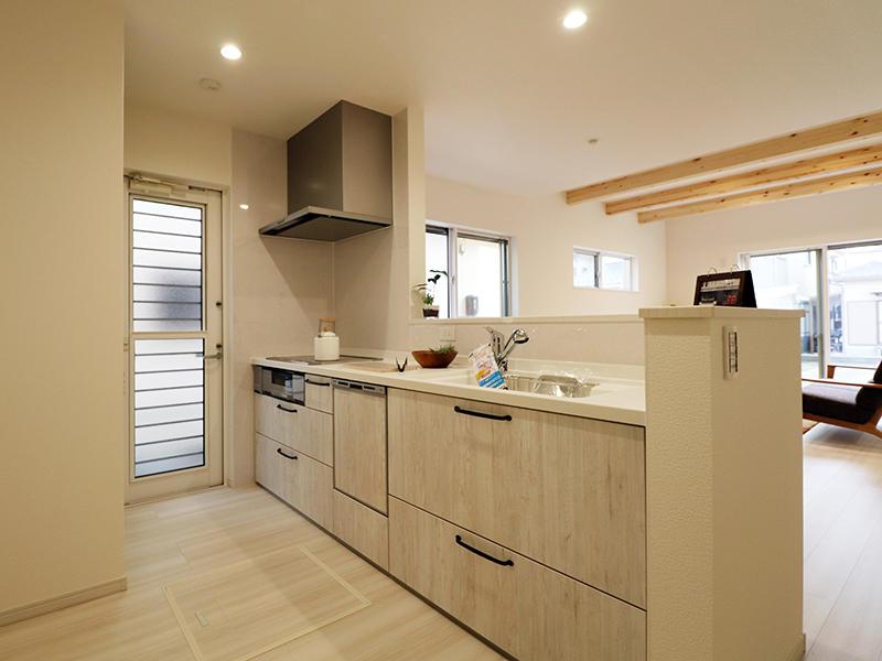 フォーセンス完成 キッチンは白を基調に|滋賀で新築建てるなら匠工房