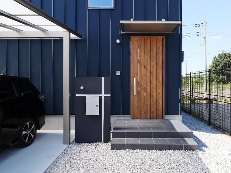 新築ゼロキューブ完成 玄関ドアがアクセントに|滋賀で家を建てるなら匠工房