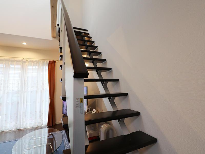 吹き抜け階段でおしゃれに