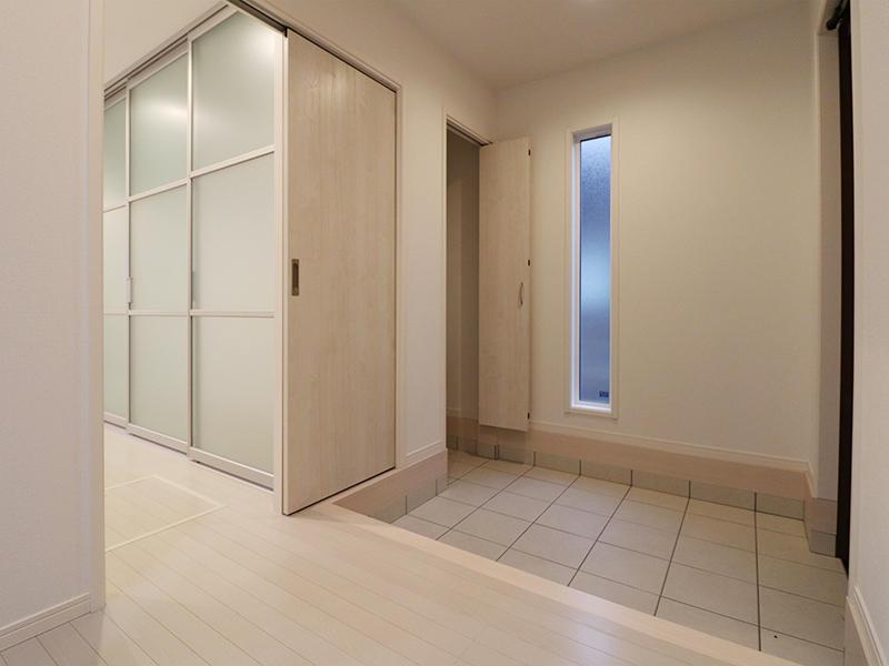 ゼロキューブ 玄関ホール|滋賀で新築建てるなら匠工房