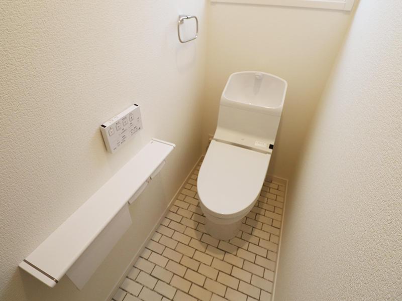 ゼロキューブ新築完成 2階 トイレ|滋賀で家を建てるなら匠工房