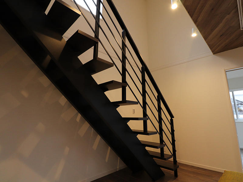 ゼロキューブ新築完成 リビング階段|滋賀で家を建てるなら匠工房