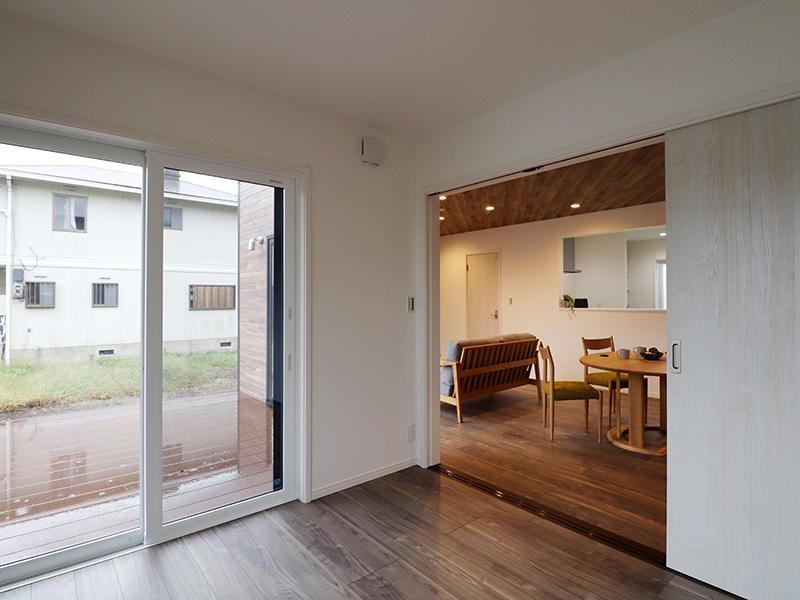ゼロキューブ新築完成 リビング横洋室|滋賀で家を建てるなら匠工房