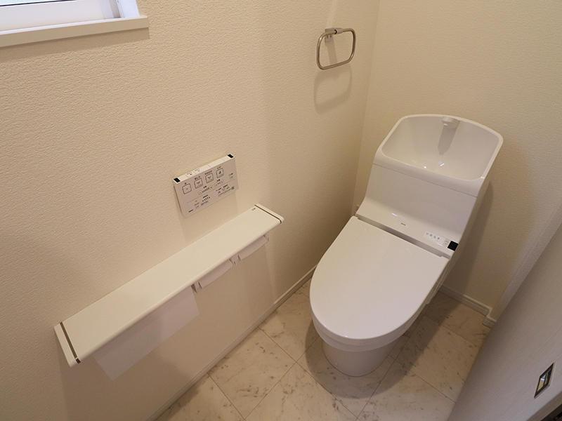 新築フォーセンス完成 2階トイレ|滋賀で家を建てるなら