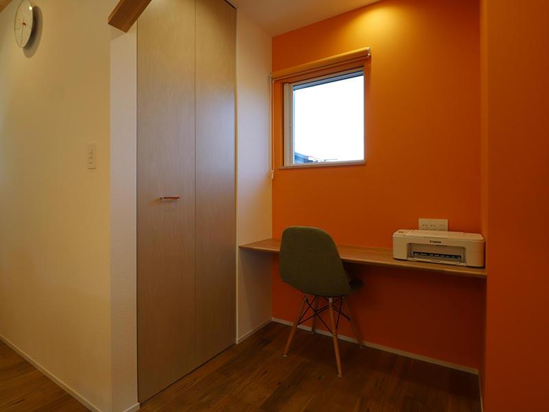 新築完成 書斎カウンター|滋賀で家を建てるなら匠工房