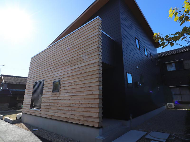 新築完成 木のぬくもりが感じられる外観|滋賀で家を建てるなら匠工房