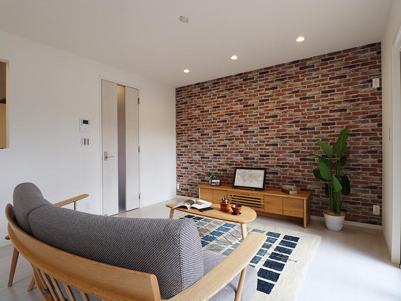 ゼロキューブ新築 レンガ調のアクセントクロス|滋賀で家を建てるなら匠工房