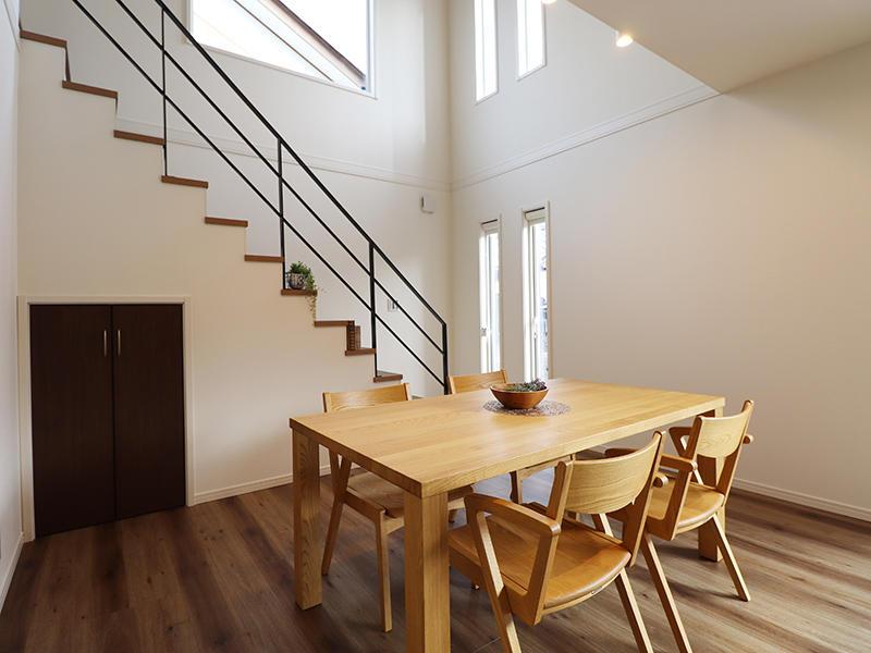 ゼロキューブ新築 吹き抜けダイニング|滋賀で家を建てるなら匠工房