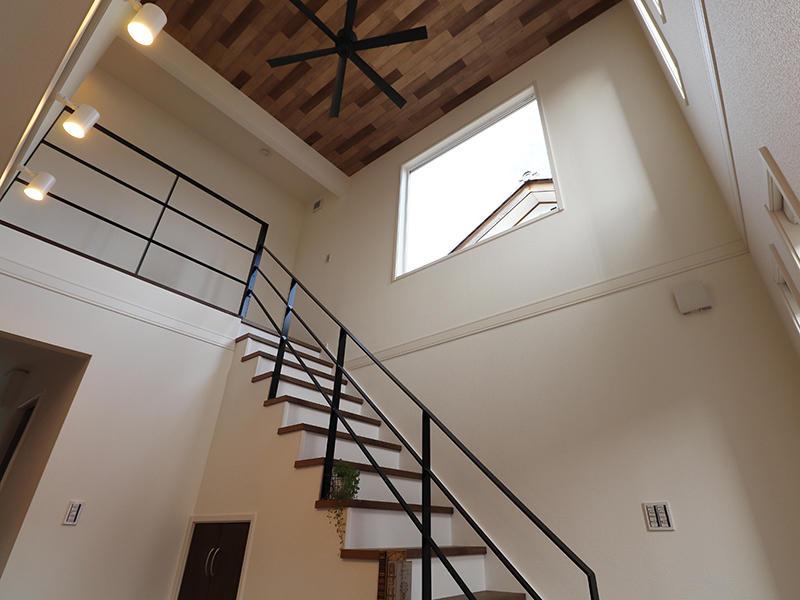 ゼロキューブ新築 吹き抜け階段|滋賀で家を建てるなら匠工房