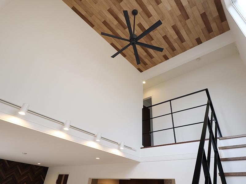 ゼロキューブ新築 木目クロス|滋賀で家を建てるなら匠工房