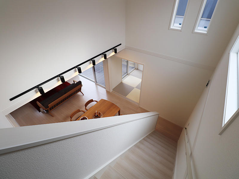 新築ゼロキューブ完成 吹き抜け階段|滋賀で家を建てるなら匠工房