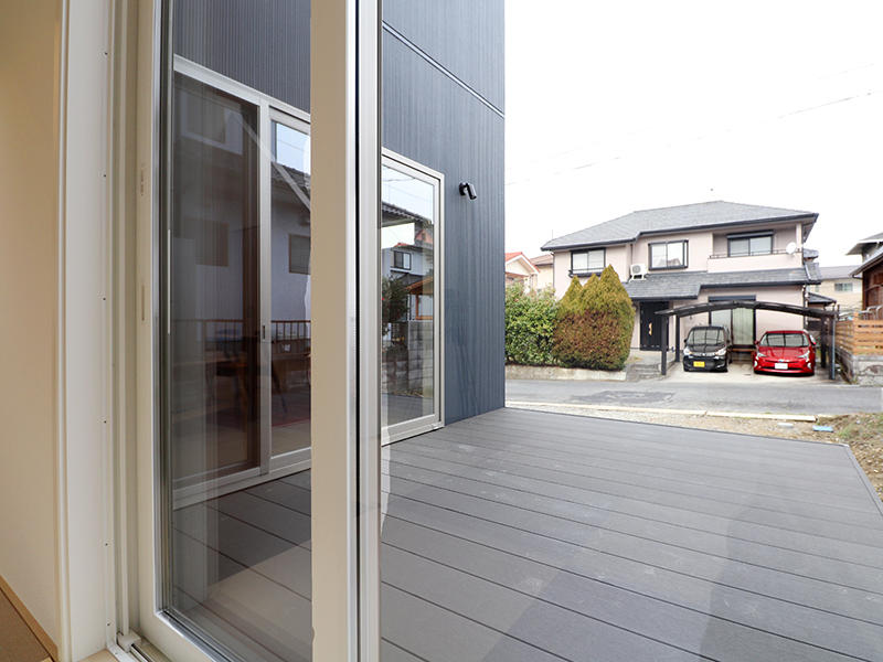 新築ゼロキューブ完成 ウッドデッキ|滋賀で家を建てるなら匠工房