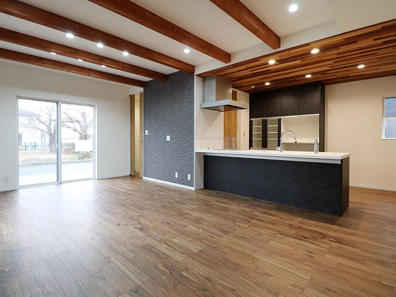 新築フォーセンス完成 キッチン天井は羽目板|滋賀で家を建てるなら匠工房