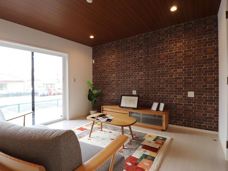 ゼロキューブ完成 レンガ調のアクセントクロス|滋賀で家を建てるなら匠工房