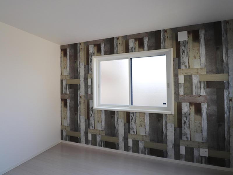ゼロキューブ完成 ランダム板柄アクセントクロス|滋賀で家を建てるなら匠工房