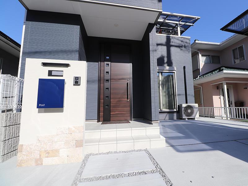 新築フォーセンス完成 アプローチ|滋賀で家を建てるなら匠工房