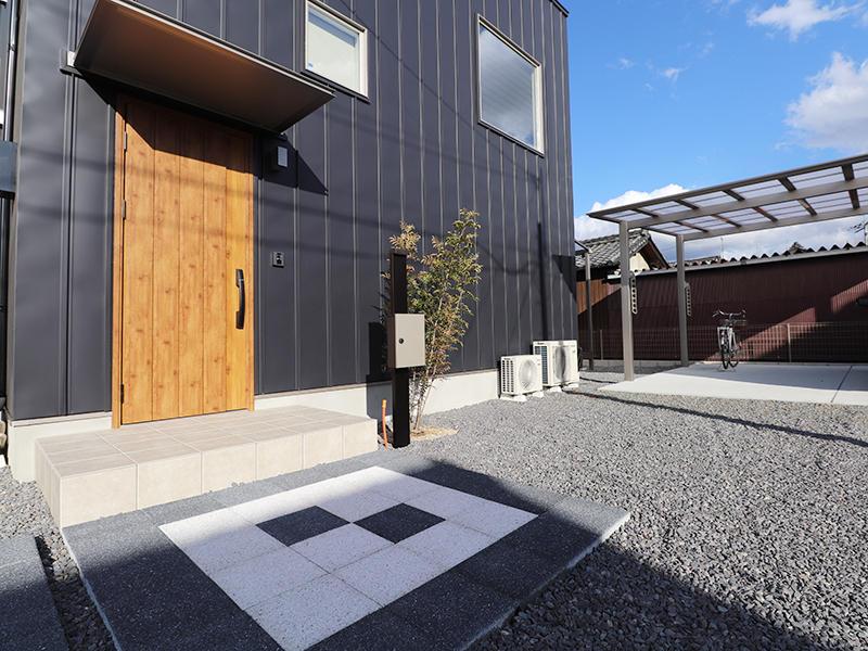 ゼロキューブ新築 玄関アプローチ|滋賀で家を建てるなら匠工房