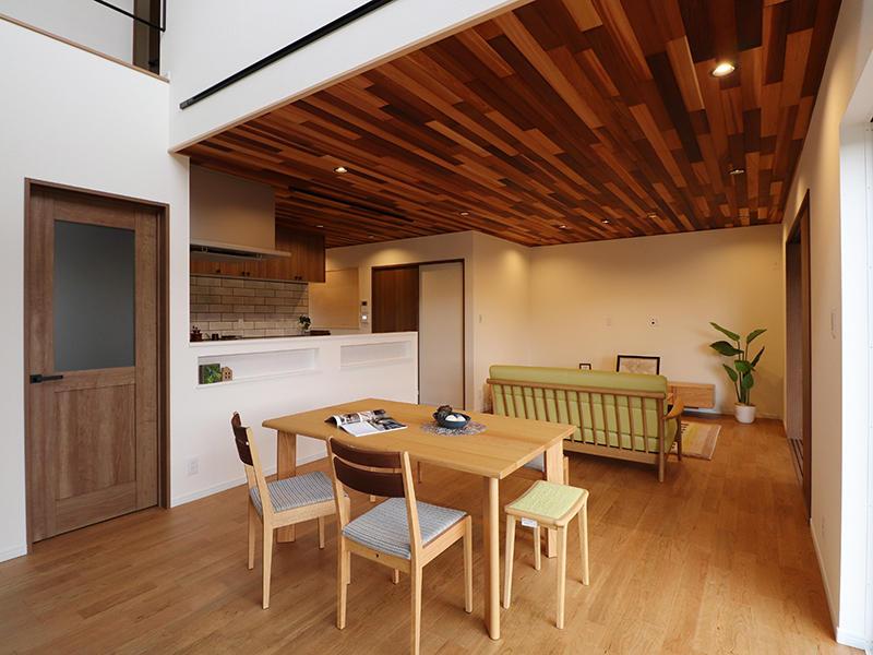 新築フォーセンス完成 天井 レッドシダー貼り|滋賀で家を建てるなら匠工房