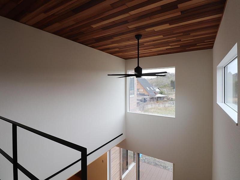 新築フォーセンス完成 吹き抜け天井 レッドシダー貼り|滋賀で家を建てるなら匠工房