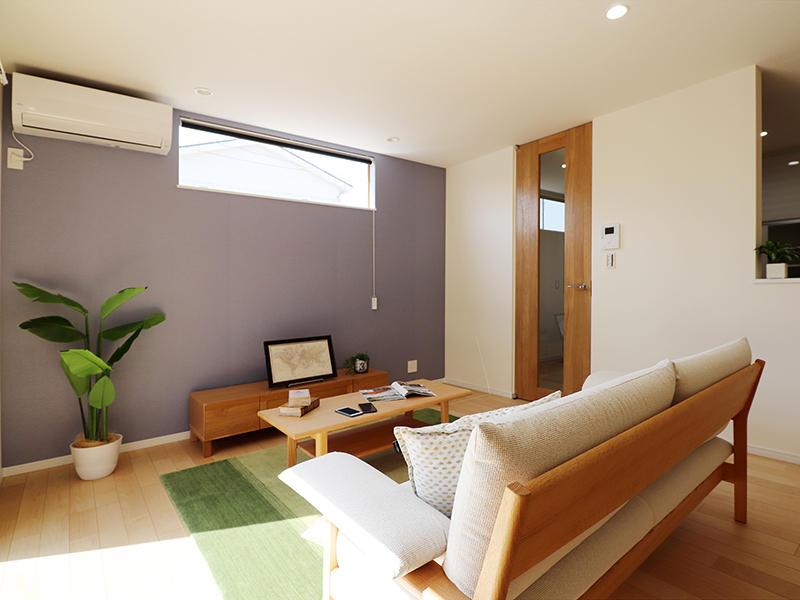 新築ゼロキューブ完成 リビングにアクセントクロス|滋賀で家を建てるなら匠工房