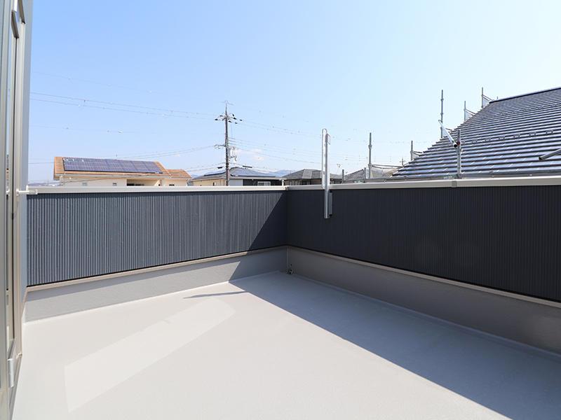 新築ゼロキューブ完成 バルコニー|滋賀で家を建てるなら匠工房