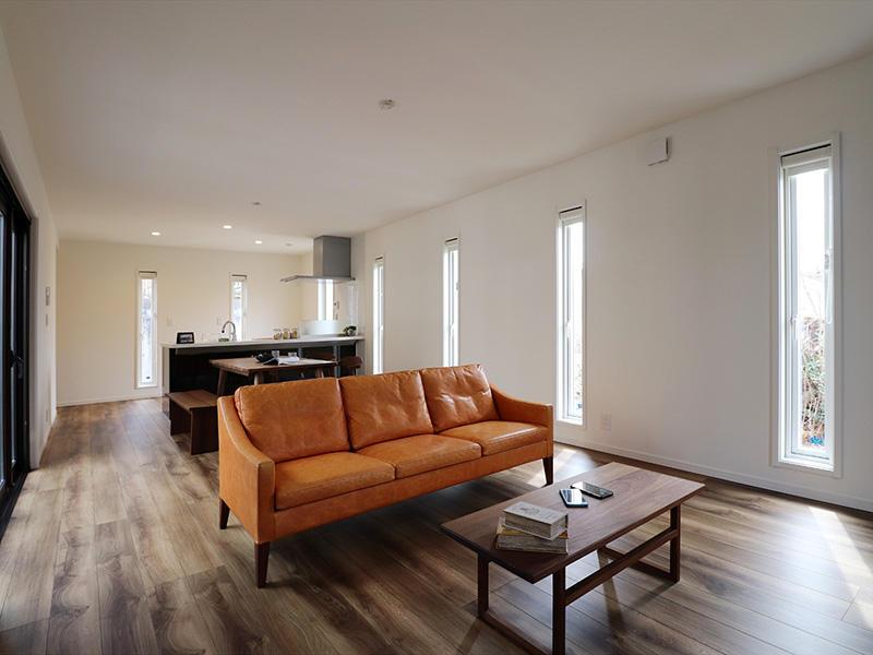 ゼロキューブ完成 お部屋全体にスリット窓|滋賀で家を建てるなら匠工房